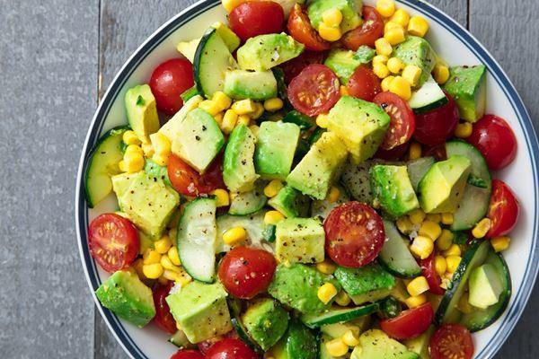 salad bơ trộn, thực đơn low carb cho mẹ sau sinh