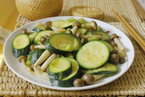 ăn nấm rơm có giảm cân không, ăn nấm rơm có béo không, nấm rơm bao nhiêu calo, 100g nấm rơm bao nhiêu calo, Ăn nấm rơm giảm cân, Nấm rơm có giảm cân không